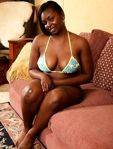 Chocolate takes no prisoners when it comes to showing us her hairy black assets.